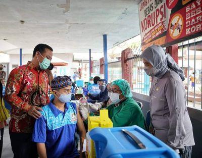 Andi Sudirman Sulaiman Tinjau Vaksinasi Covid-19 di Lapas Kelas 1 Makassar