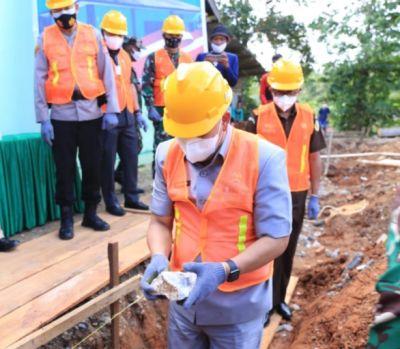 Bupati Lutim Meletakkan Batu Pertama Pembangunan Kantor Koramil